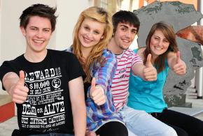 Quelle: Jugendliche positiv gestimmt © marle@klickit - Fotolia.com