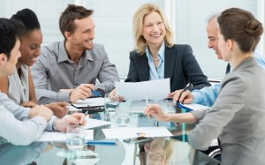 Quelle: Happy Business People In Meeting © Rido - Fotolia.com