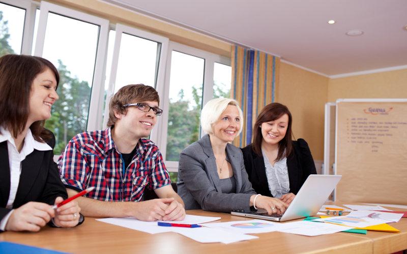 Lehrgänge und Zertifikatskurse im Recruiting und Employer Branding: ein Marktüberblick